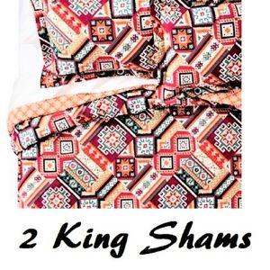 NWOT Mud Hut 2 Red Anatolia King Pillow Shams